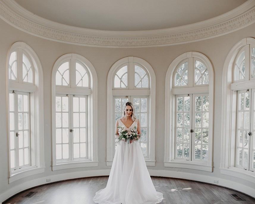 Gorgeous Blush Ballroom Styled Shoot Oklahoma Wedding Planner Malyn Made Weddings Oklahoma Wedding Venue Tulsa Garden Center 01