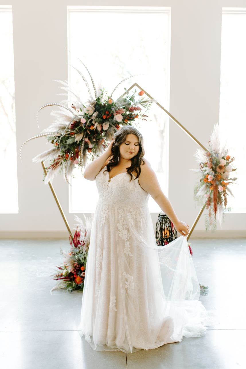 Jewel Tone Wedding Inspiration Oklahoma Wedding Venue Pecandarosa Ranch Oklahoma Wedding Photographer Chelsea Littleton Photography_05