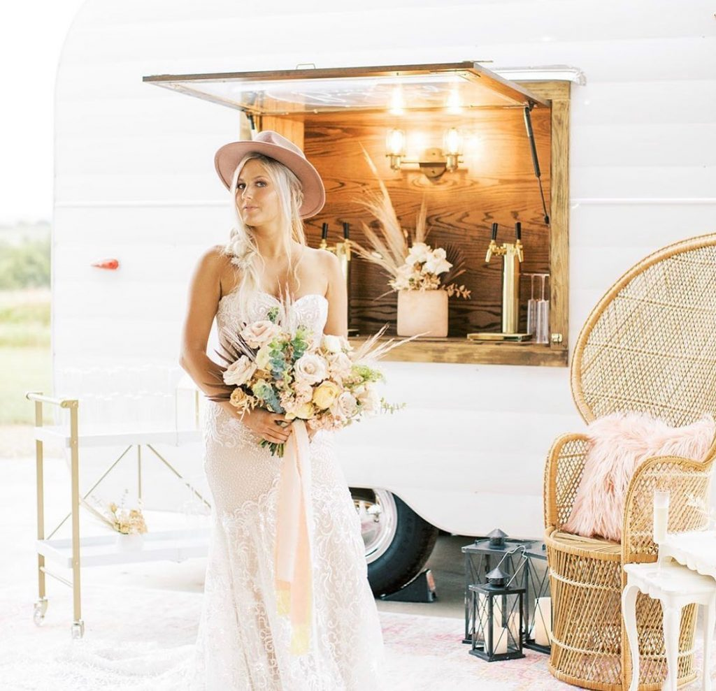 Boho bridal portraits feat. bubblycamperco (with Prosecco on tap) have us feeling like ✊ // Photo: carysnabrams⠀ •⠀ •⠀ Brides