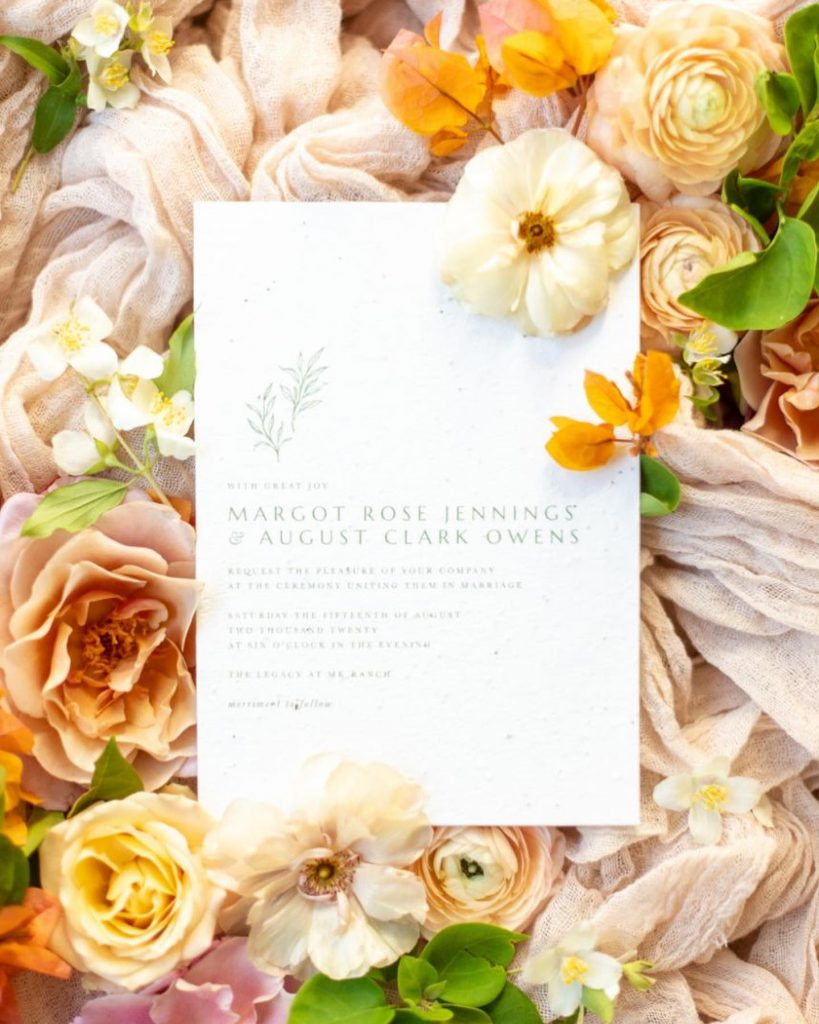 What do you get when you mix the natural farmhouse feel of thelegacyatmkranch + breathtaking citrus hues? Top-notch bridal inspo!