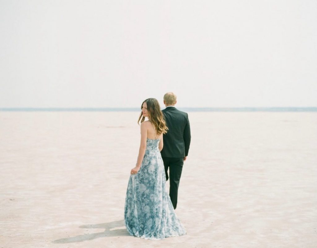These crisp winter hues of blue are taking over our hearts! ??How perfect is this Great Salt Plains engagement shoot