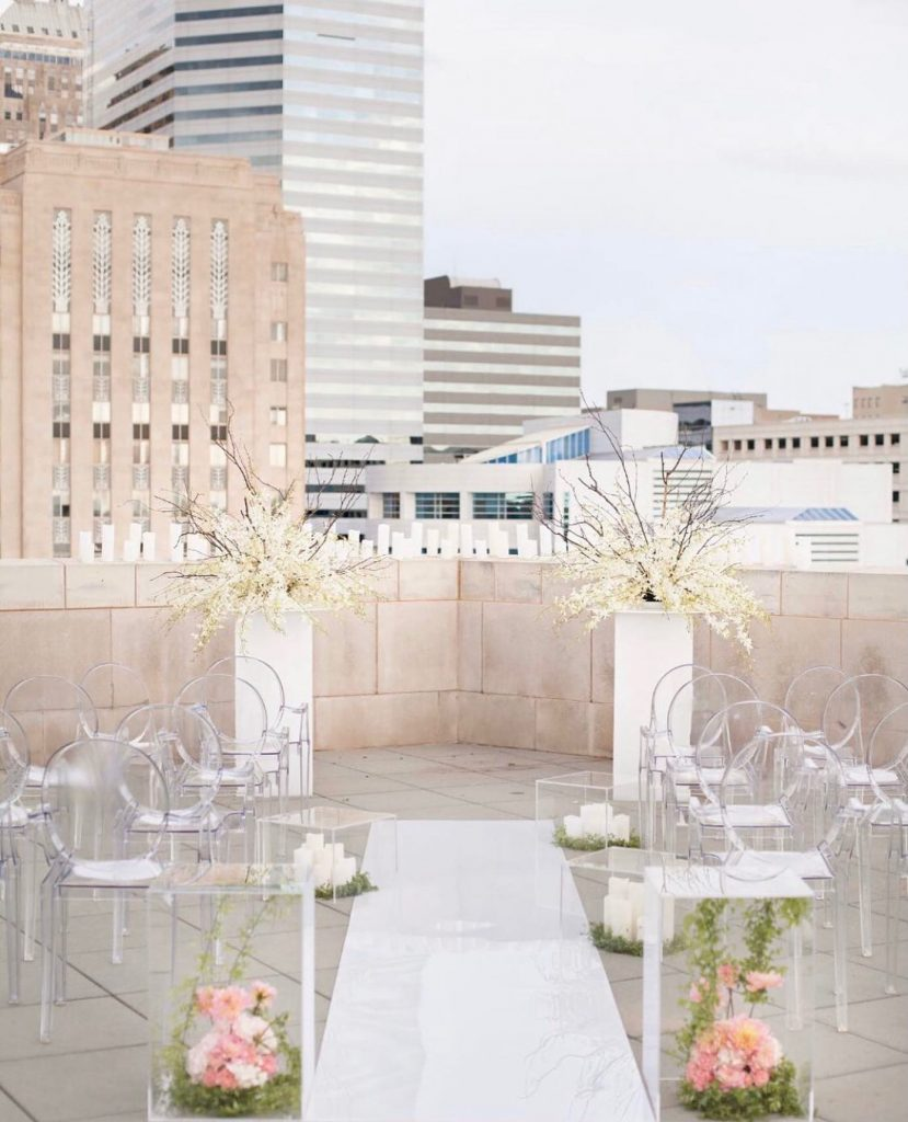 Acrylic floral aisle markers from trochtas to meet the modern theme of your rooftop nuptials. Don't mind if we do!