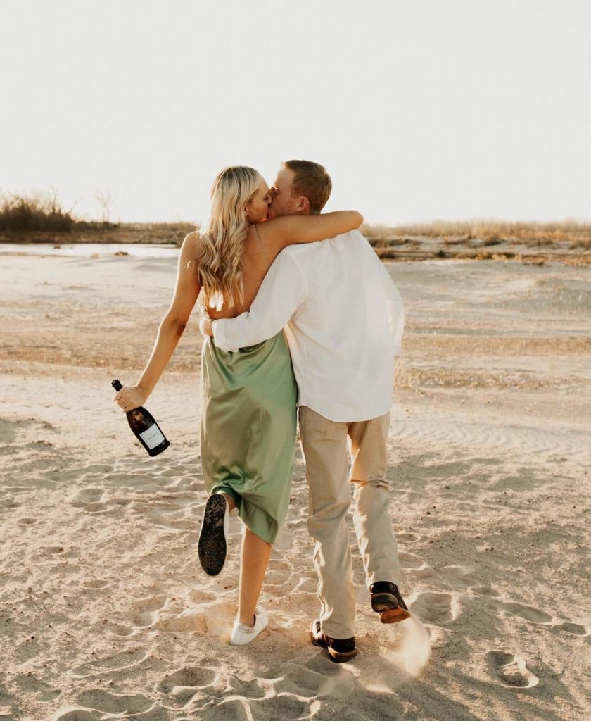 Champagne problems? More like champagne lovers. Kicking around in the sand with chandlerraephotography sounds like a dream date! ? //