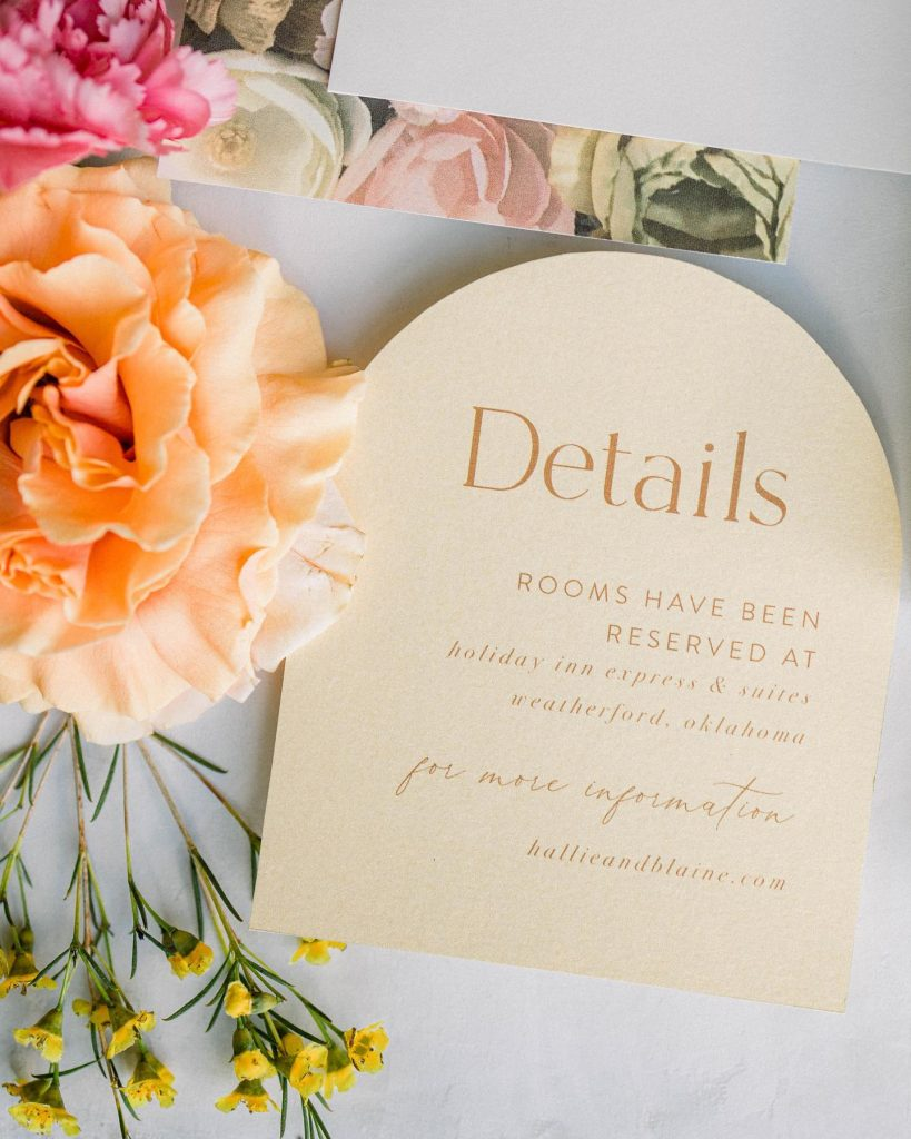 Details, details, dreamy details. This color block and flower-filled invitation suite by papernmoreok makes our little hearts flutter! ? //