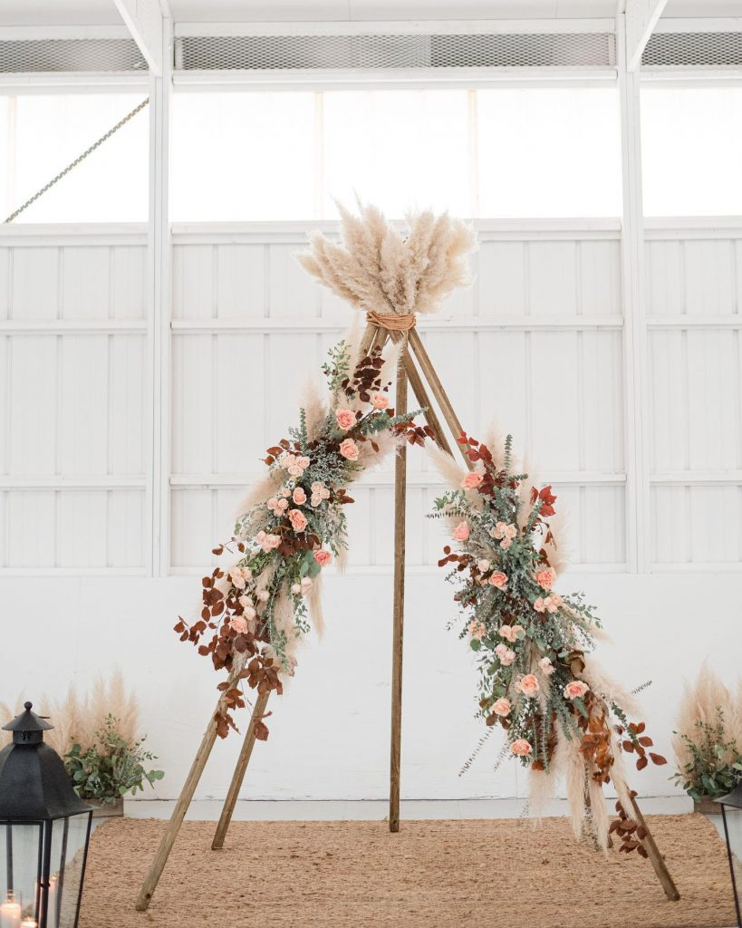 """From the photographer: """"This fall shoot at aspenranchok was the perfect amount of bohemian and simplicity. From neutral-toned florals to"""
