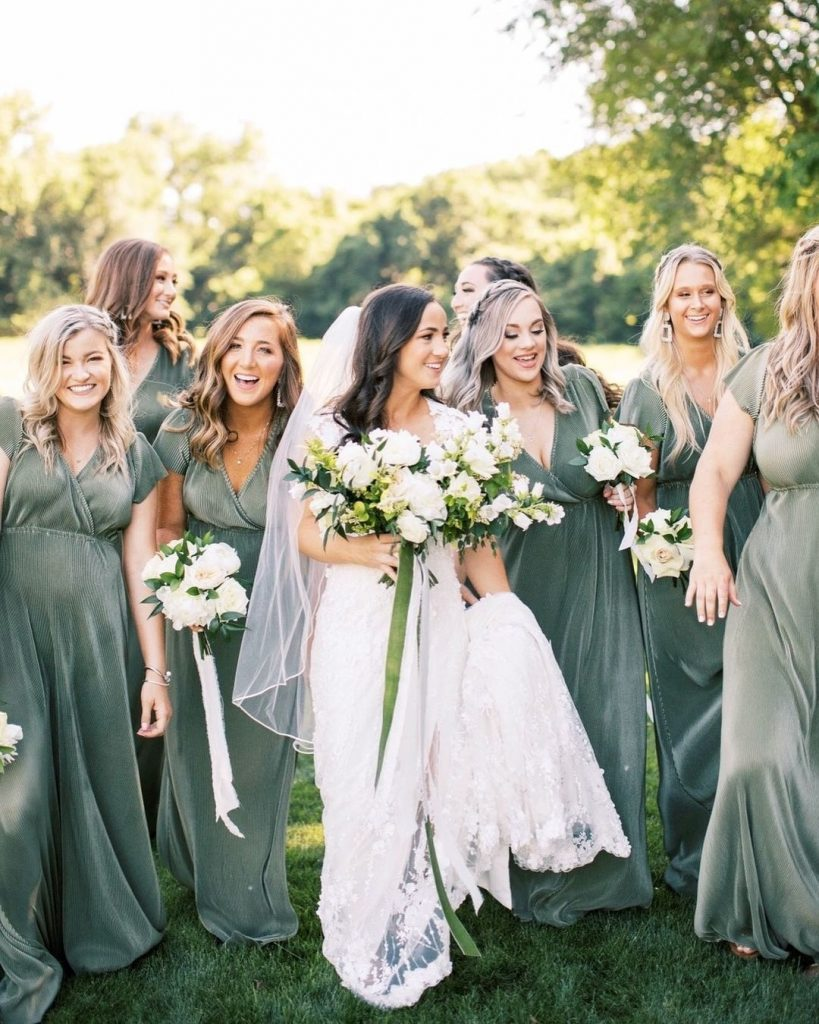 """""""I'm a first-time bridesmaid in a wedding this fall. What are some responsibilities along with proper bridesmaid etiquette that I"""
