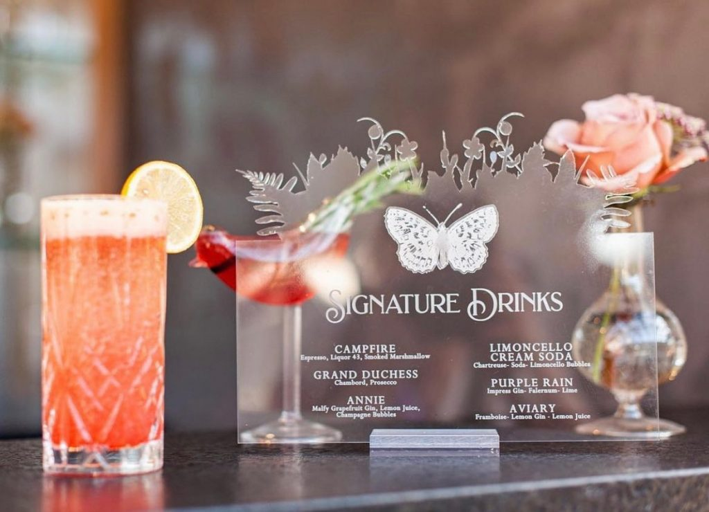 Butterfly details intertwined tastefully within this bar scene adds a sense of whimsy that we just adore! Talk about a