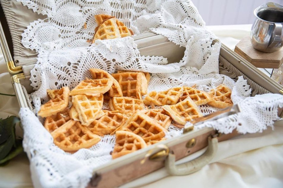Our favorite things: Waffles + weddings. Calling all brunch lovers to add this early morning staple to your harris_custom_catering menu!