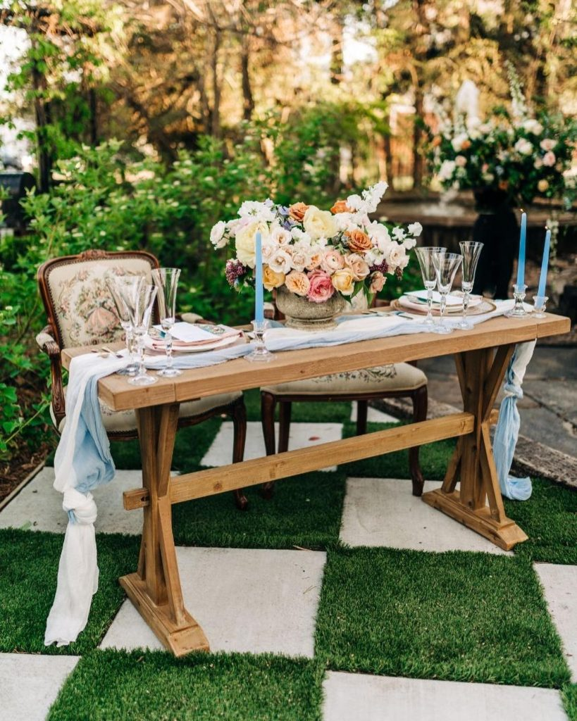 We've never seen wedding inspiration quite so timeless + trendy at the same time😍 Bring modern touches to the best