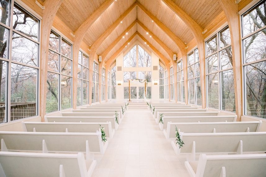 glass_chapel is every bride's dream venue! With all the natural light flowing in to give the perfectly sun-kissed look, this
