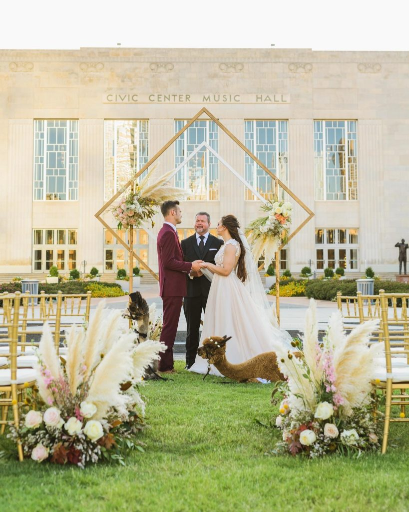 Planning a wedding between summer + fall months can make it hard to pick a palette, but this transitional wedding